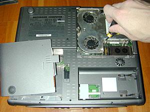 パソコンを分解します。